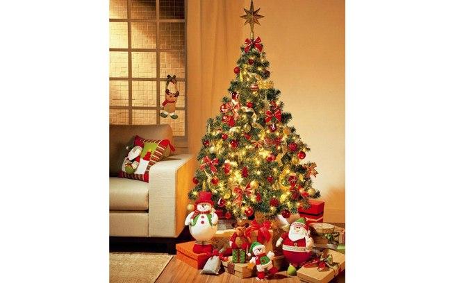 decoracao arvore de natal vermelha e dourada : decoracao arvore de natal vermelha e dourada:Usar laços e bolas vermelhas conferem mais romantismo à decoração.